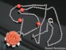 Art Deco Vintage/Retro Naranja/Coral de vidrio y resina tallada rosa colgante collar