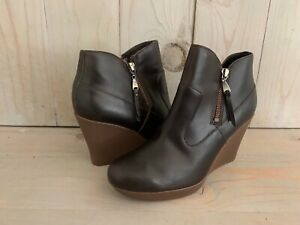 UGG MEREDITH   LEATHER  SHEEPSKIN  WEDGE ANKLE BOOTS, US 8.5 NEW