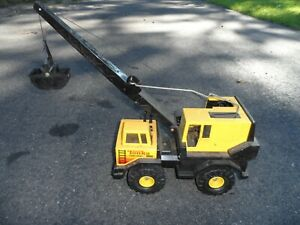 PRESSED METAL VINTAGE TONKA MIGHT CRANE WITH CLAM SHELL ESTATE FIND