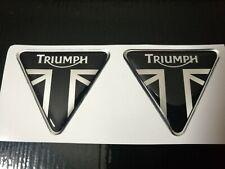 coppia adesivi logo triumph nero- argento cromo in resina gel 3D in rilievo