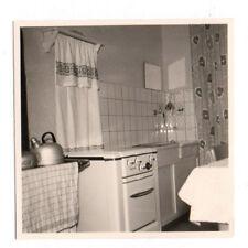 PHOTO ANCIENNE Intérieur Cuisine Cuisinière Vers 1950 1960 Évier Bouilloire