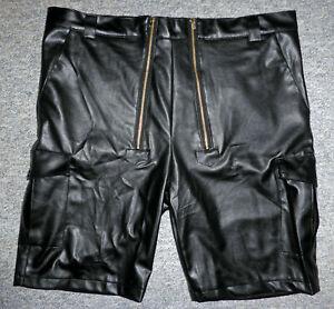 Kurze Lederhose aus schwarzem Leder mit Doppelreißverschluss Gr. 2 XL