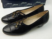 MINT Johansen Women's 7.5 B  Black lace up Pumps Heels Comfortable USA Made