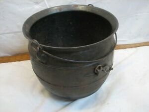 Antique no. 7 Cast Iron 3-Footed Feet Gypsy Kettle Bean Pot Cauldron Camping