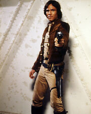 RICHARD HATCH BATTLESTAR GALACTICA 8X10 PHOTO POINTING GUN TV