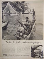PUBLICITÉ 1958 ASTRA LÀ-BAS LES FRUITS ARRIVENT EN PIROGUE - ADVERTISING