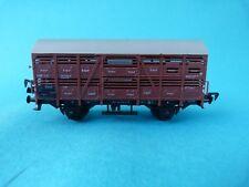 Train wagon couvert pour le transport de bétails à identifier - Ho