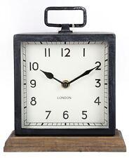 Effet vieilli carré en métal noir Mantel Clock on wood base