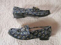 Cabi Womens Shoes Size 7 Velvet Floral Carnaby Loafers Blue/Yellow