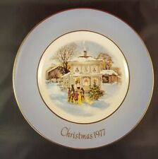 """Avon Christmas Plate 1977 Series Fifth Edition """"Carolers In The Snow"""" Wedgwood"""