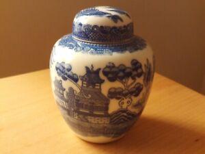 Vintage Oriental Ginger Jar Blue & White Willow Design.