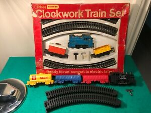 Triang/Hornby RS-86 Clockwork Train Set, With Extra Loco,3x Wagons, Key, Track.