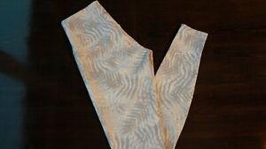 Size 8 ankle Lululemon Wunder Under Pant HR Full-On Luxtreme Palm Camo White  29