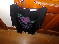 1 LIZ BAKER 2X WOMANS PULLOVER 2 FLOWERS ON THE FRONT / 22 INCHED PIT TO PIT