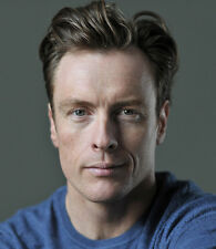 Toby Stephens UNSIGNED photograph - 8791 - HANDSOME!!!!!