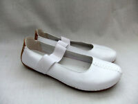 NEW CLARKS ACTIVE AIR GRAFFITI COOL WOMENS WHITE LEATHER SHOES SIZE 6 / 39.5