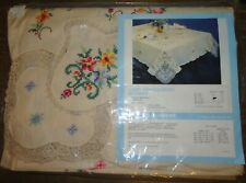 NEW VINTAGE HAND EMBROIDERED CUTOUT CROCHET FLORAL TABLECLOTH 68x100 +12 NAPKINS