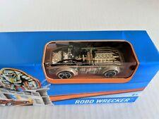 Hot Wheels 2015 Mattel Robo Wrecker Race Car and Track Set