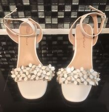 Dolcis White Leather Sandals Size 6