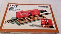 HO Scale Tyco Burlington Box Car Operating Freight Unloading Car, Red, #930