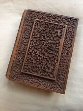 Antique bois de santal ANGLO INDIAN profondément sculptés Housse livre document case. 1890.