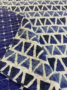 """NICE Vintage  Blue White Triangles Quilt 102"""" x 86"""" King sz #825"""