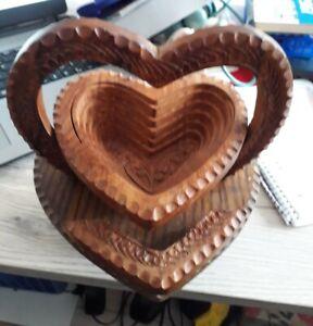 Schale in Herzform aus Holz - ausziehbar/klappbar