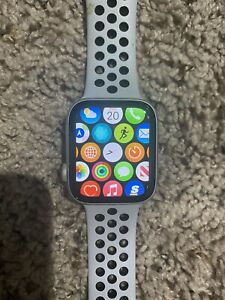 Apple Watch Series 4 Nike+ 44 mm Cellular Silver Pure Platinum/Black Sport Band