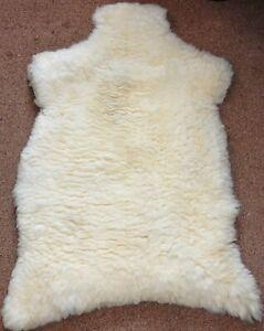 Warmes flauschiges Schafsfell Naturfell Heitmann Felle