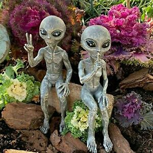 Outer Space Alien Statue Martians Garden Statues Figurine Set For Home Indoor