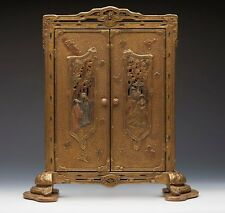 ANTIQUE CHINESE LACQUERED FIGURAL PHOTO FRAME C.1900