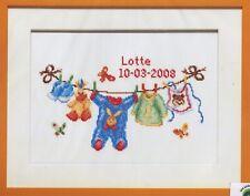 Stickpackung Stickbild sticken 39x31 cm Geburt Baby Wäscheleine Strampelanzug