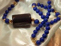 WOW Navy Blue with Gold Tone Accent Lucite Beaded Necklace Vintage 1970 8AG9