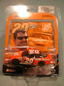 TONY STEWART #20 HOME DEPOT 2004 Chevy 1/64 Action NEW