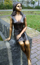 Bronzeskulptur, sitzende Frau, Menschen Dekoration für Haus und Garten