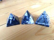 Sodalita Cristal curativo Pirámide De Piedras Preciosas Reiki New Age Pagano Chakra Wicca