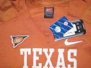 Vince Young Autographed Texas Longhorn Football Jersey w / Big 12 Champion Patch