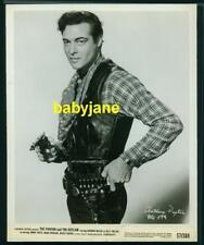 ANTHONY DEXTER VINTAGE 8X10 PHOTO TOUGH COWBOY W/ GUN 1957 PARSON & THE OUTLAW