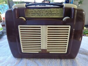 VINTAGE HIS MASTERS VOICE VALVE RADIO FROM ESTATE 1950's CASE IS GOOD CONDITION