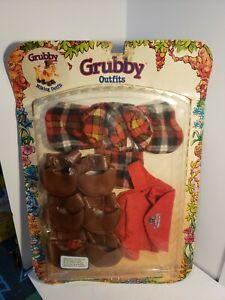 1987 THE WORLD OF TEDDY RUXPIN'S GRUBBY--HIKING OUTFIT (NEW)