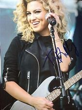 TORI KELLY - AMERICAN SINGER / SONGWRITER - EXCELLENT SIGNED COLOUR PHOTOGRAPH