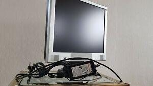 Flachbildschirm für PC V7 mit Standfuß und Netzteil