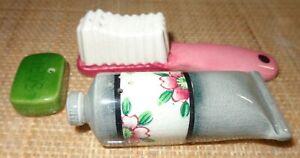 UNUSUAL RARE JAPAN PINK TOOTHBRUSH GREY TOOTHPASTE SALT PEPPER SHAKERS & SOAP