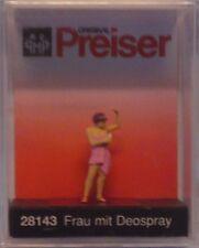 Preiser 28143 Woman Spraying Deodorant 00/H0 Model Railway Figure