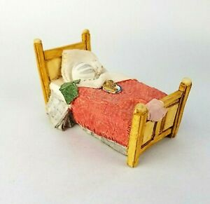 Peter Fagan Cat Figurine Cat in Bed Figure Vintage 1984 Made in Scotland