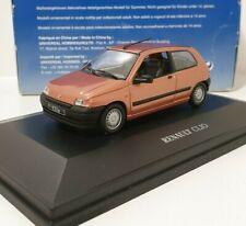 UNIVERSAL HOBBIES Coffret 1/43 Renault Clio 1 Trois Portes Peach