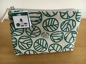 The Body Shop Gift Bag with Mud Mask, Vitamin E and Tea Tree, Moisturizer cream