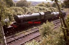 PHOTO  'AUSTERITY' 2-10-0 WD3672 'DAME VERA LYNN' SLUMBERS DURING A HOT SUMMER'S