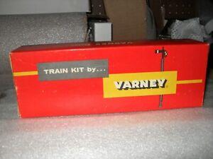 HO VINTAGE VARNEY EJ&E STAMPED METAL FLAT CAR KIT SPRUNG TRUCKS