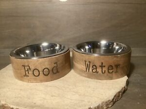 ENVOGUE SET OF 2 WOODEN DOG BOWLS REMOVABLE STAINLESS STEEL BOWLS IN WOOD BASE!